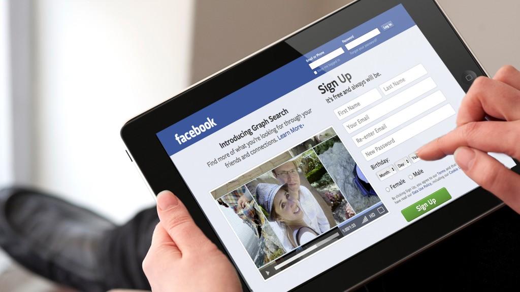 Facebook Ipad 1024x576 - На чем зарабатывает Facebook – история и перспективы повышения прибыльности
