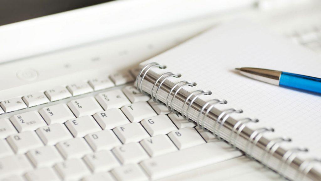 jurnalist b e1431796790881 1024x576 - Грамотные тексты - как правильно сделать ручной рерайтинг