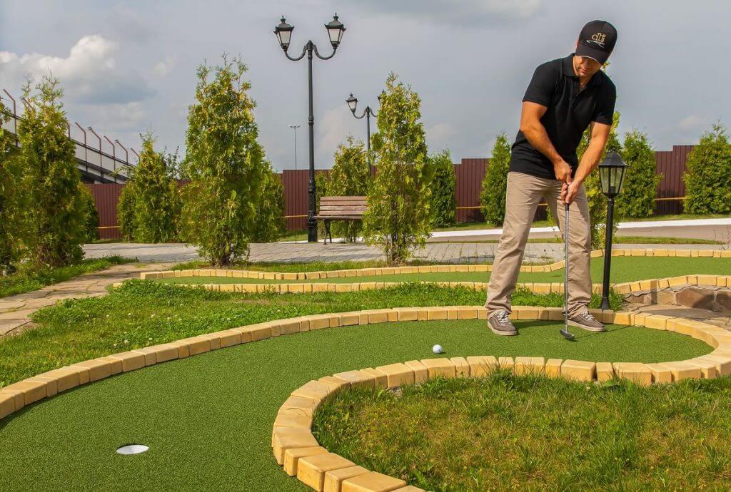 clubminigolf 1024x690 - Собственный мини гольф-клуб – перспективы заработка