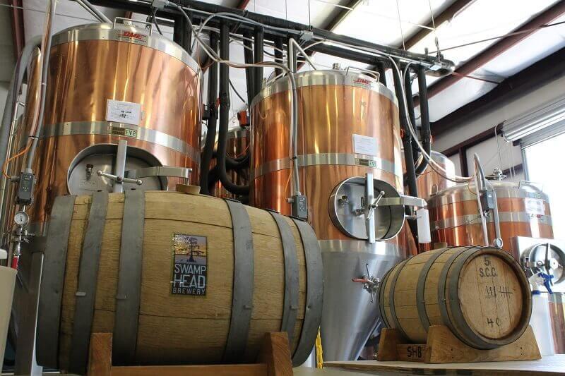 Две бочки и оборудования для пивоварения