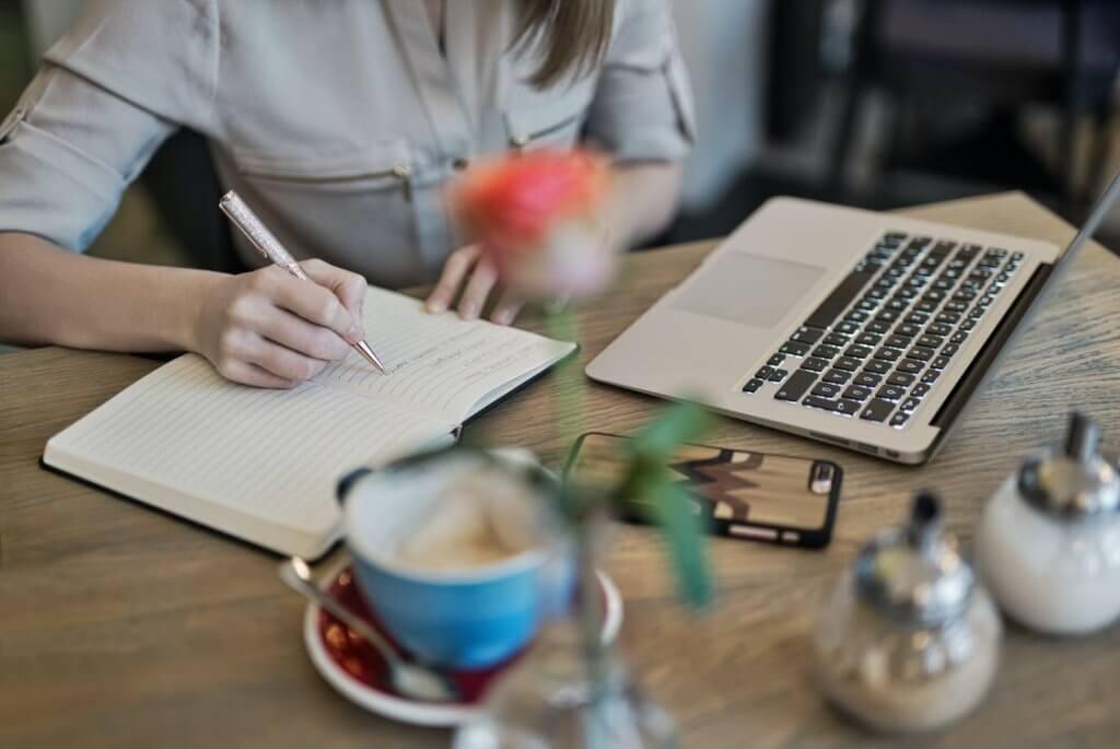 vebinar 1024x685 - Как заработать на консультациях психолога онлайн