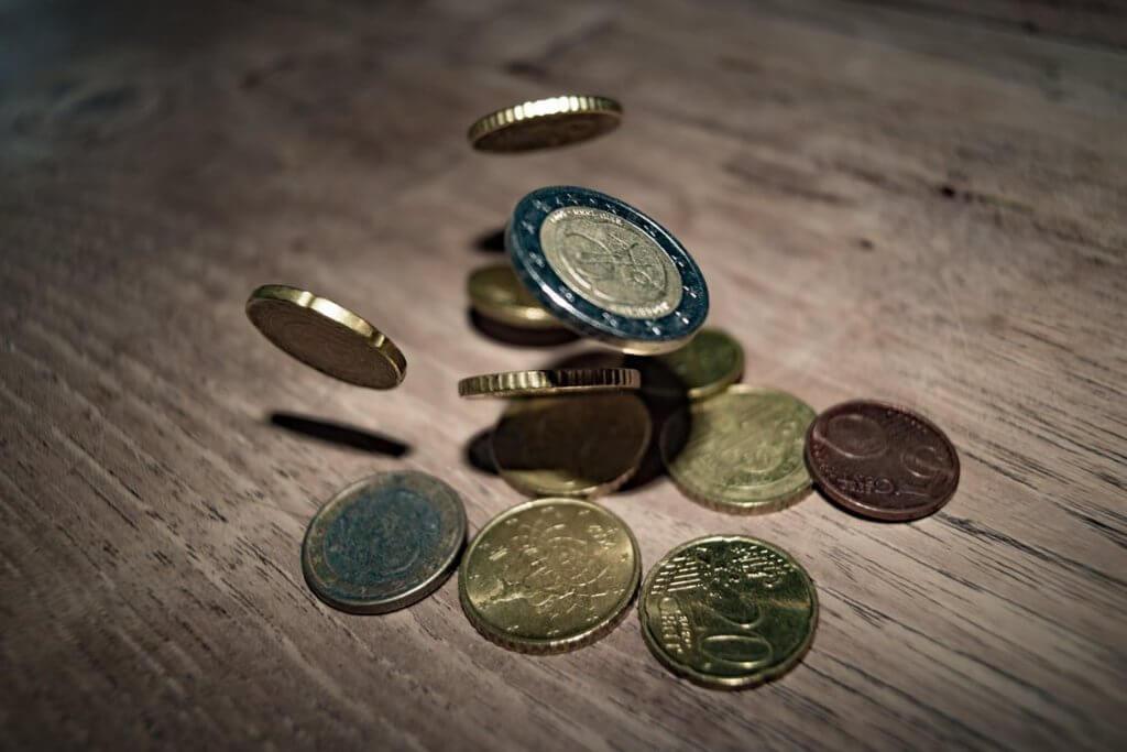 money euro coins currency 332304 1024x683 - Как начать инвестировать - 8 мифов об инвестициях, которые мешают вам разбогатеть
